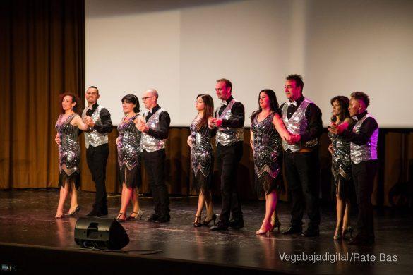 Éxito en la presentación del calendario solidario de AECC Orihuela 80