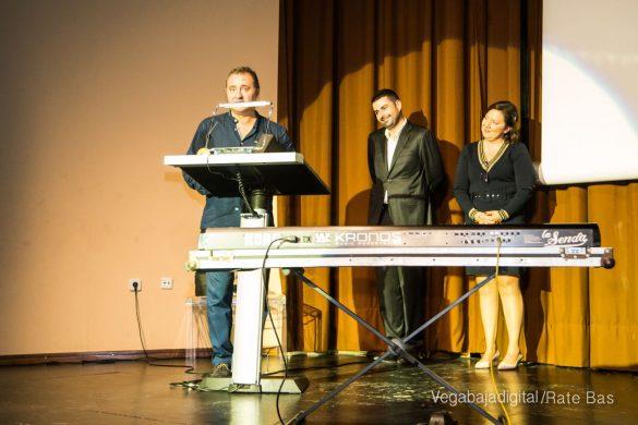 Éxito en la presentación del calendario solidario de AECC Orihuela 87