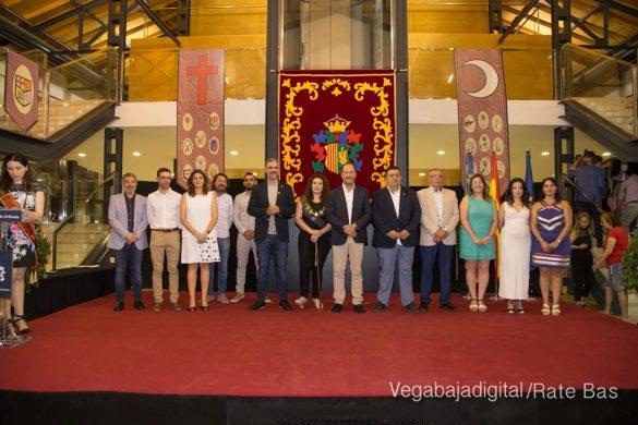 El Ayuntamiento homenajea a los cargos festeros de los Moros y Cristianos 60
