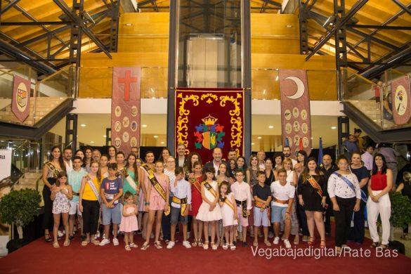 El Ayuntamiento homenajea a los cargos festeros de los Moros y Cristianos 62