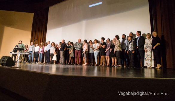 Éxito en la presentación del calendario solidario de AECC Orihuela 92