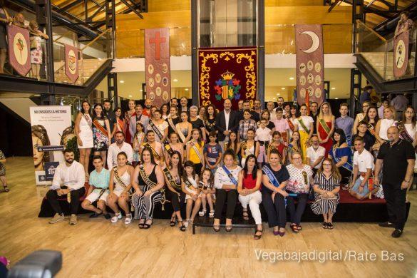 El Ayuntamiento homenajea a los cargos festeros de los Moros y Cristianos 64