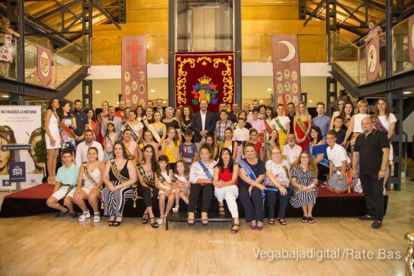 El Ayuntamiento homenajea a los cargos festeros de los Moros y Cristianos 65