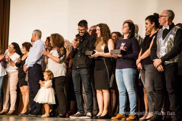 Éxito en la presentación del calendario solidario de AECC Orihuela 99