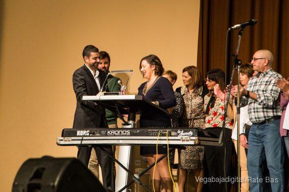 Éxito en la presentación del calendario solidario de AECC Orihuela 100