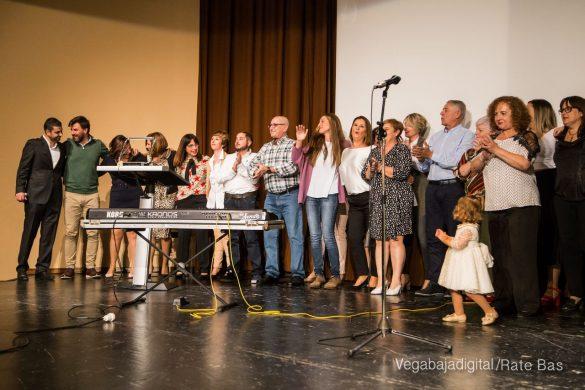 Éxito en la presentación del calendario solidario de AECC Orihuela 101