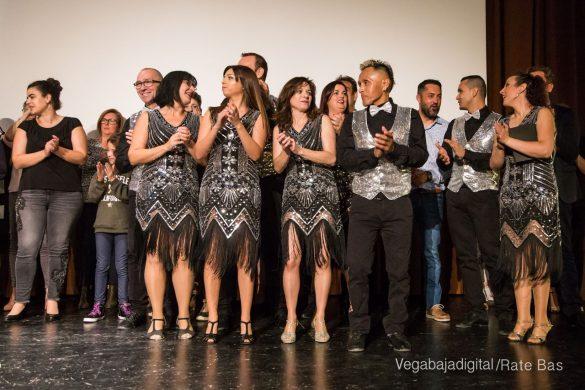 Éxito en la presentación del calendario solidario de AECC Orihuela 103