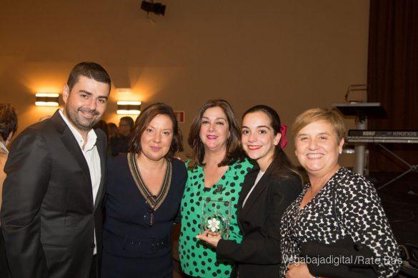 Éxito en la presentación del calendario solidario de AECC Orihuela 110