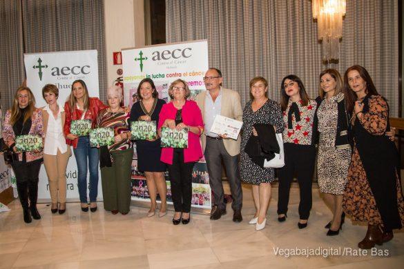 Éxito en la presentación del calendario solidario de AECC Orihuela 111