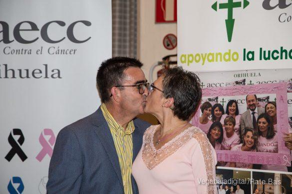 Éxito en la presentación del calendario solidario de AECC Orihuela 112