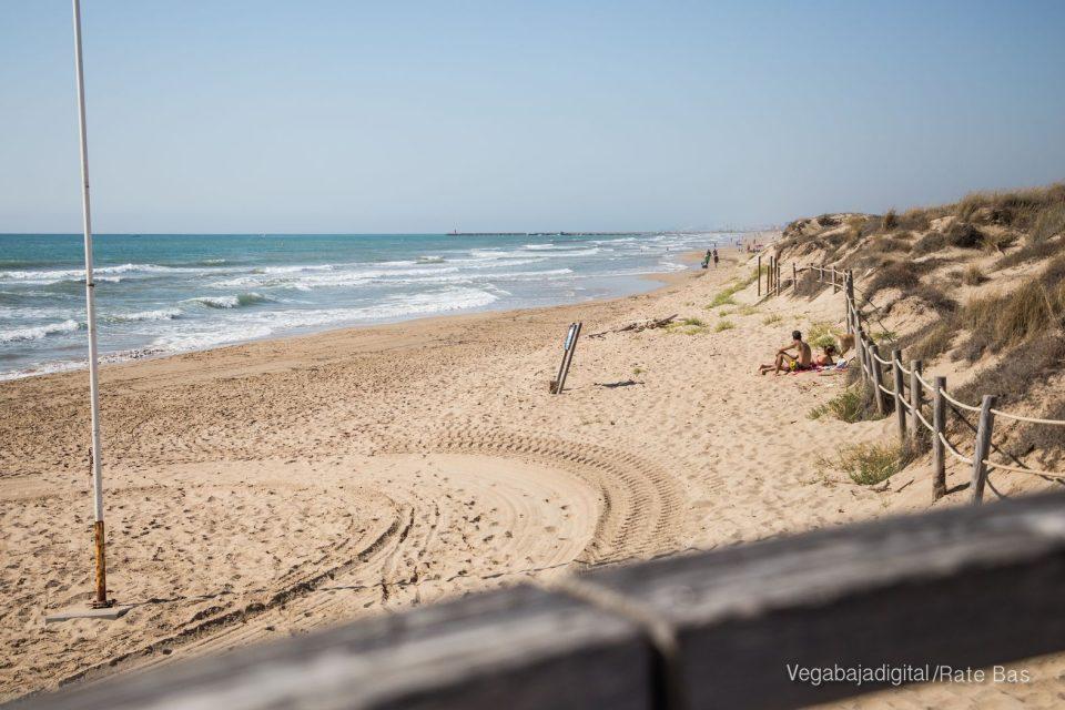 Fallece un hombre de 78 años en la playa de La Mata 6