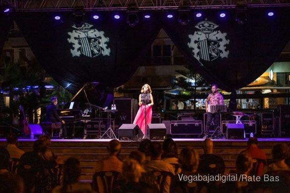 FOTOGALERÍA | Recorrido visual del concierto de Sole Giménez en Orihuela Costa 22