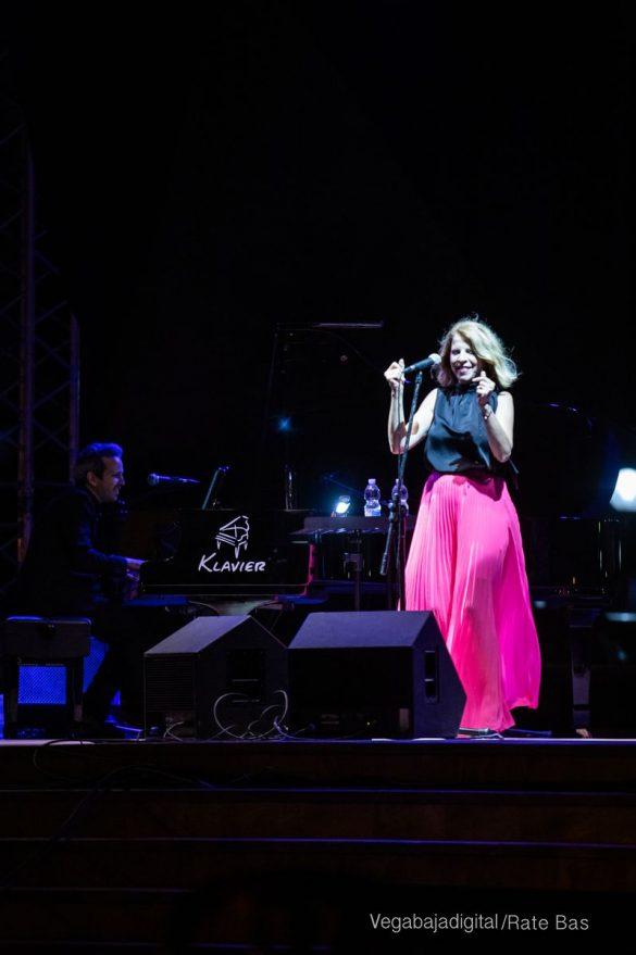 FOTOGALERÍA | Recorrido visual del concierto de Sole Giménez en Orihuela Costa 24