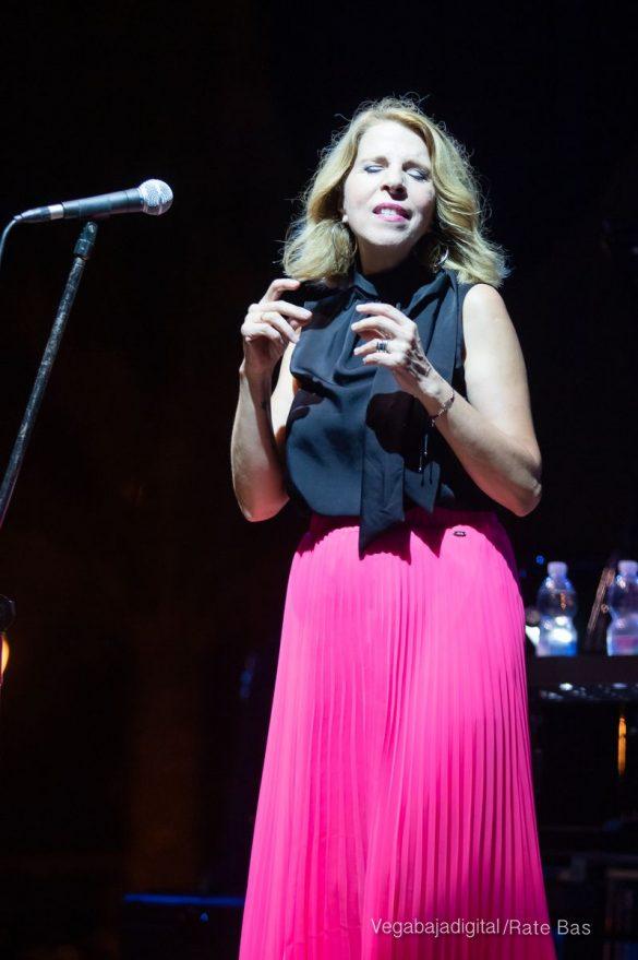 FOTOGALERÍA | Recorrido visual del concierto de Sole Giménez en Orihuela Costa 30
