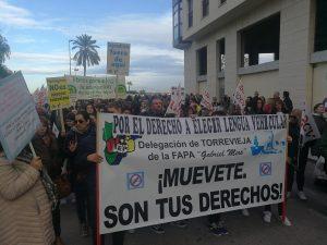 Unas 12.000 personas se manifiestan en Orihuela contra el Plurilingüismo 8