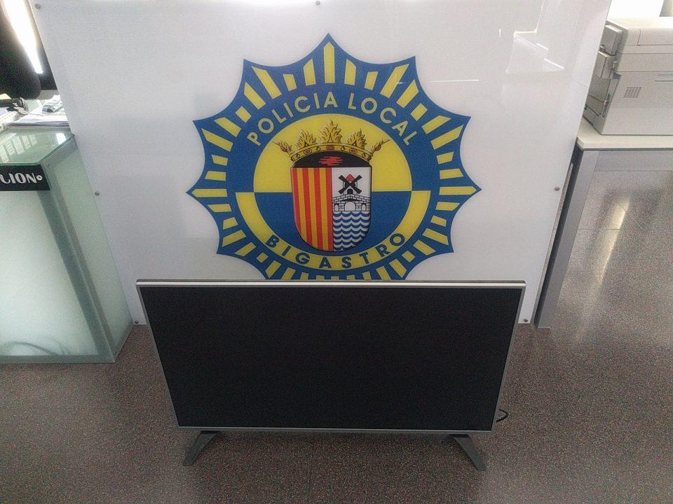 La Policía Local de Bigastro sorprende a un ladrón en el Centro Social de la 3º Edad 6