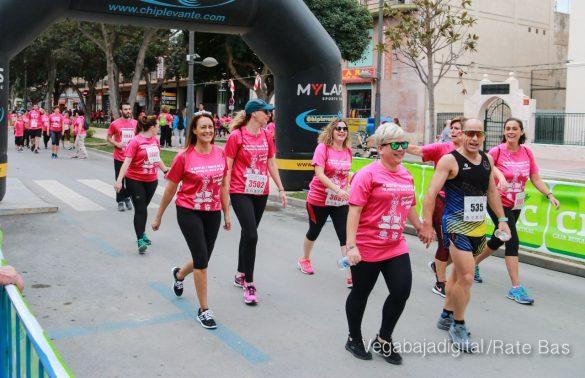 La solidaridad rosa gana la carrera contra el cáncer 76