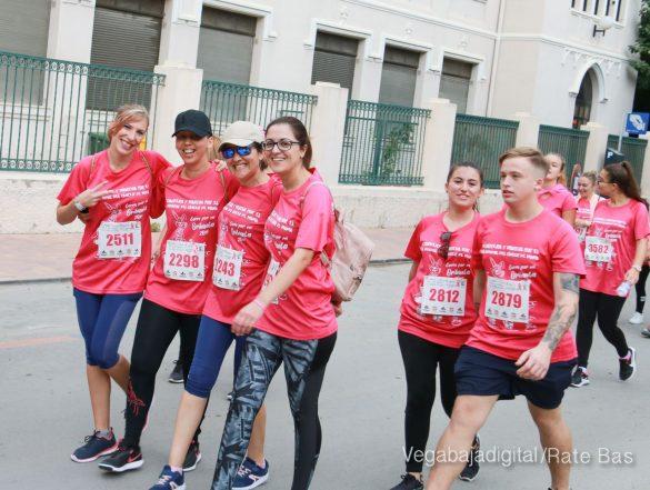 La solidaridad rosa gana la carrera contra el cáncer 86