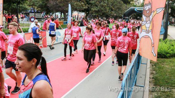 La solidaridad rosa gana la carrera contra el cáncer 91
