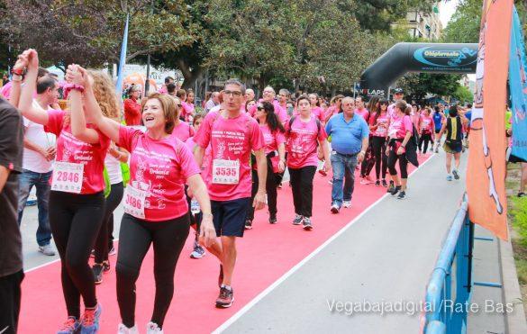 La solidaridad rosa gana la carrera contra el cáncer 92