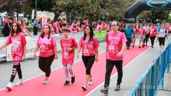 La solidaridad rosa gana la carrera contra el cáncer 93