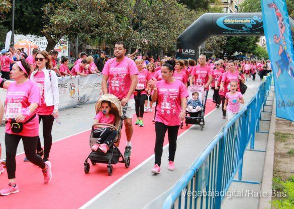 La solidaridad rosa gana la carrera contra el cáncer 94