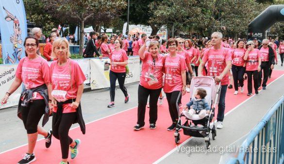 La solidaridad rosa gana la carrera contra el cáncer 95