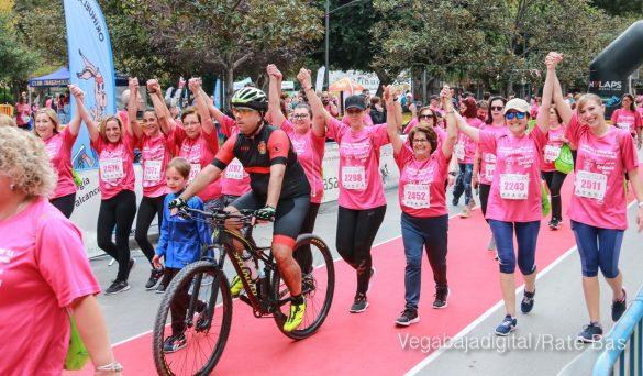 La solidaridad rosa gana la carrera contra el cáncer 98
