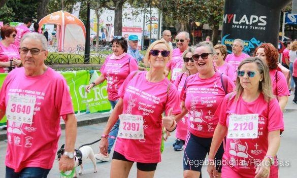 La solidaridad rosa gana la carrera contra el cáncer 101