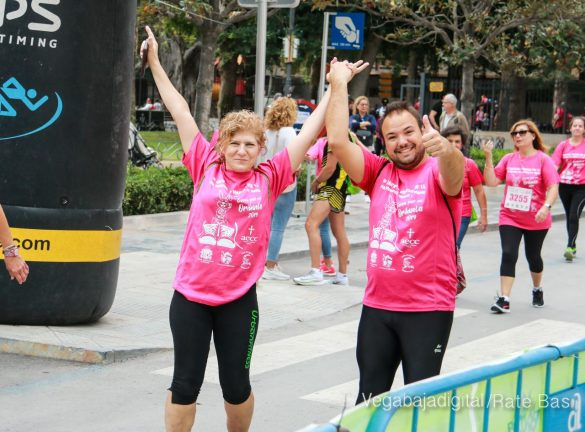 La solidaridad rosa gana la carrera contra el cáncer 104