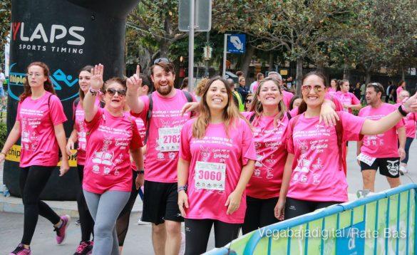La solidaridad rosa gana la carrera contra el cáncer 105