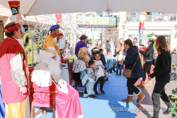 Los Reyes Magos también llegan a Orihuela Costa 12