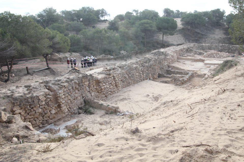 Hallan en Guardamar un muro fenicio para protegerse de las dunas 6