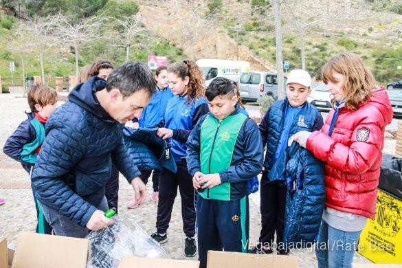 Los escolares de Orihuela reforestan el monte de San Miguel 11