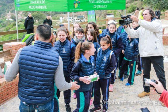 Los escolares de Orihuela reforestan el monte de San Miguel 15