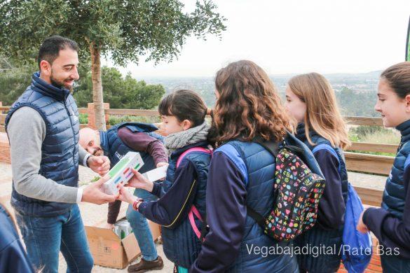 Los escolares de Orihuela reforestan el monte de San Miguel 16