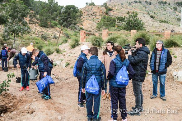 Los escolares de Orihuela reforestan el monte de San Miguel 31