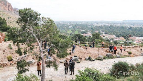 Los escolares de Orihuela reforestan el monte de San Miguel 34