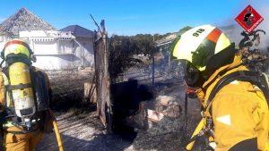 Un incendio obliga a desalojar un edificio en Torrevieja 7