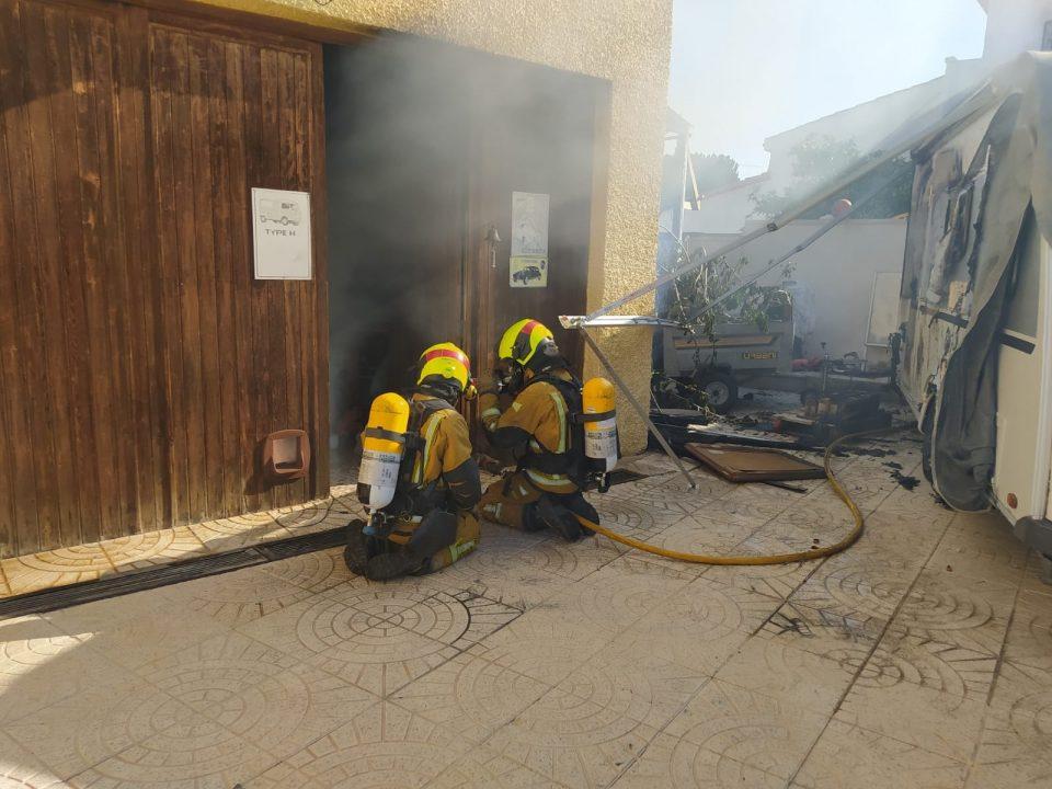 Sofocado aparatoso incendio en El Chaparral en Torrevieja 6