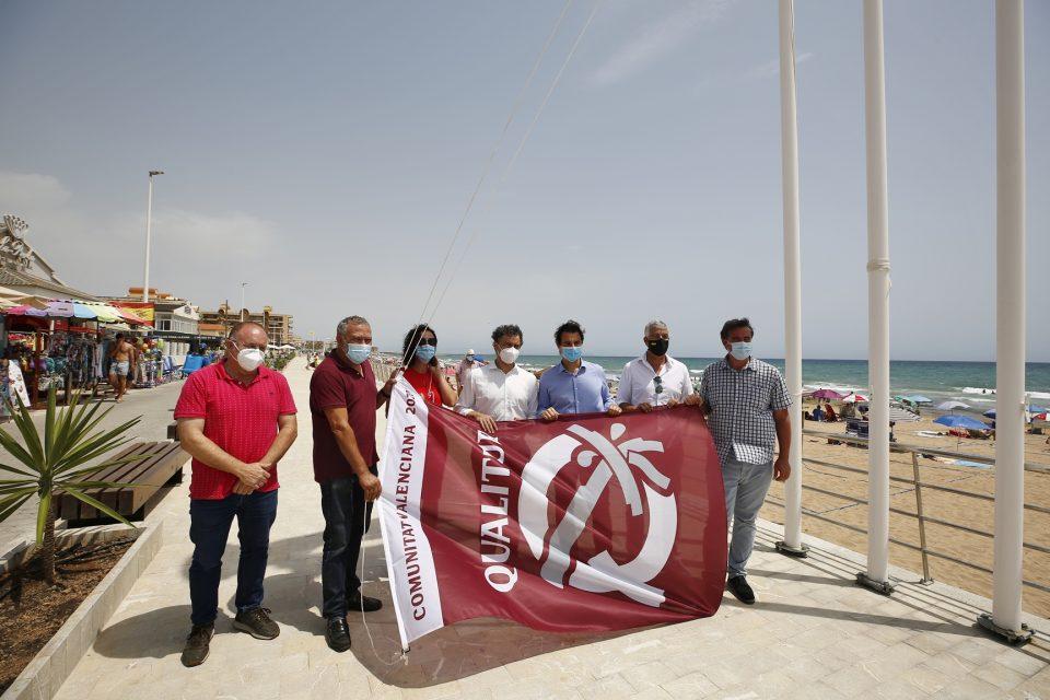 Las banderas Qualitur ya ondean en las playas de Torrevieja 6