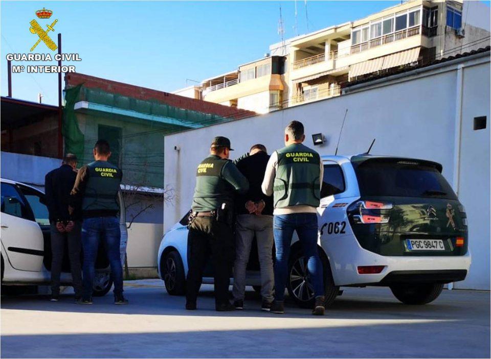Dos detenidos por robar en el interior de coches, uno de ellos en San Fulgencio 6