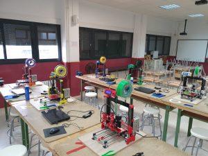 Particulares y el IES Vega Baja fabrican con impresoras 3D viseras de protección para sanitarios 8
