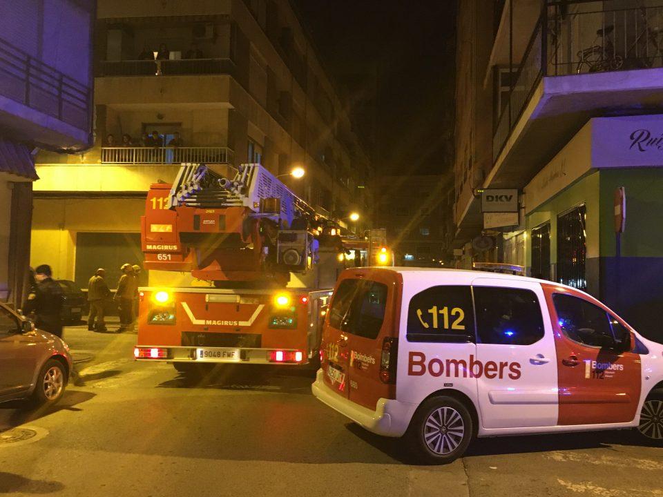 Dos bebés y dos adultos, trasladados al hospital tras un incendio en Orihuela 6