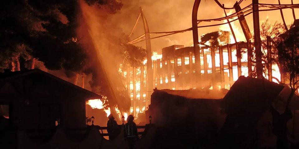 Un incendio obliga al desalojo de una veintena de personas de un restaurante en Pilar de la Horadada 6