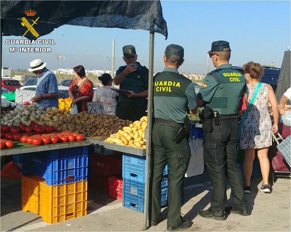 La Guardia Civil inspecciona los mercadillos de la Vega Baja 6