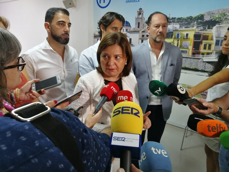 Isabel Bonig se reúne en Orihuela con los alcaldes del PP de la comarca 6