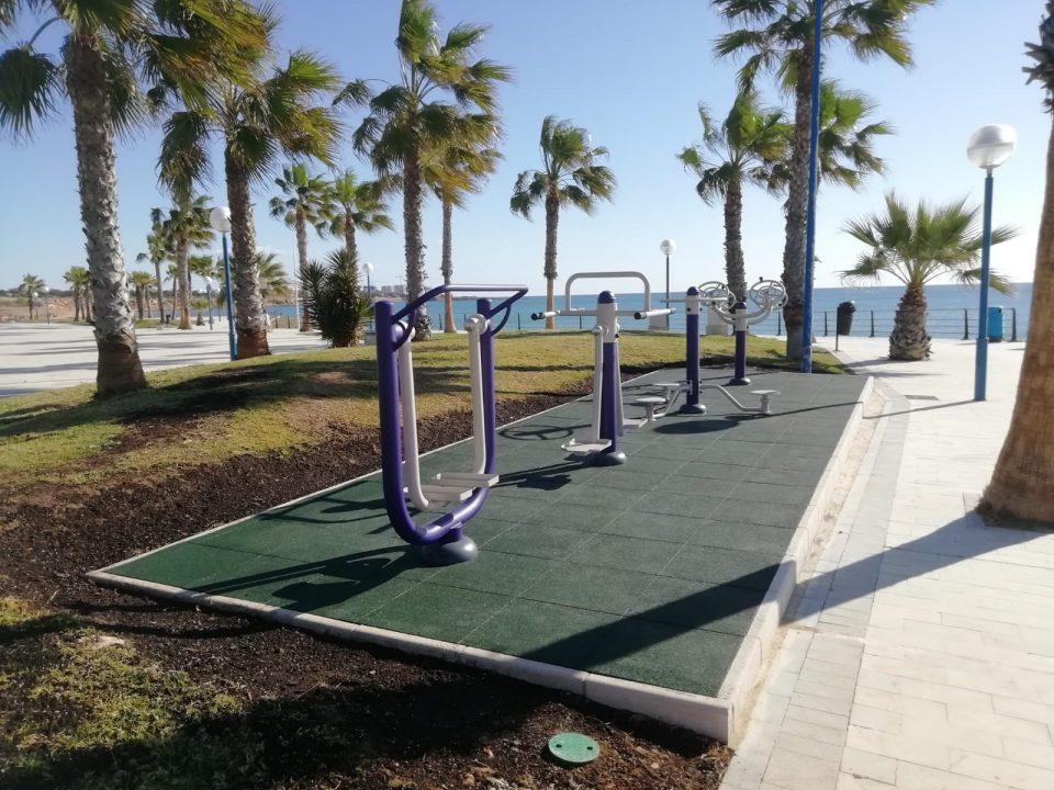 Playa Flamenca cuenta con juegos biosaludables frente al mar 6