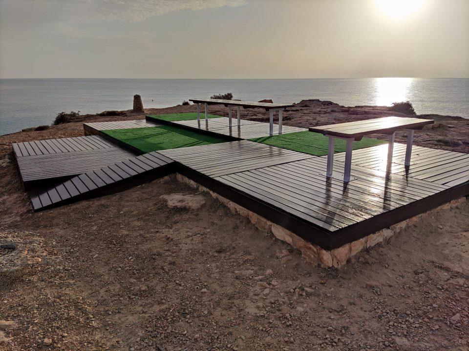 Torrevieja restaura las zonas de descanso en las calas 6