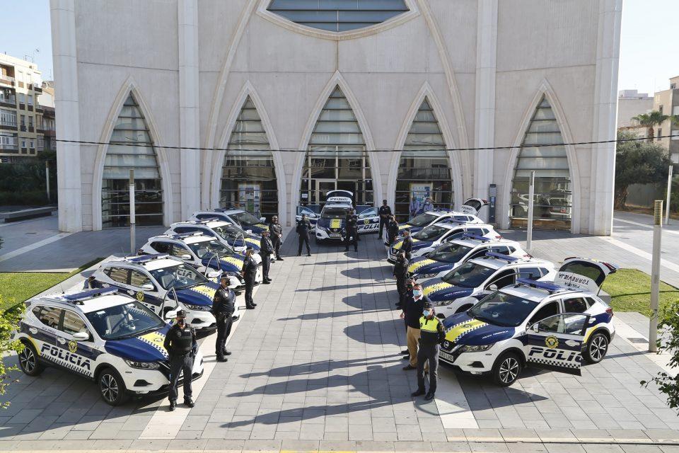 La Policía Local de Torrevieja estrena 16 nuevos vehículos de última generación 6